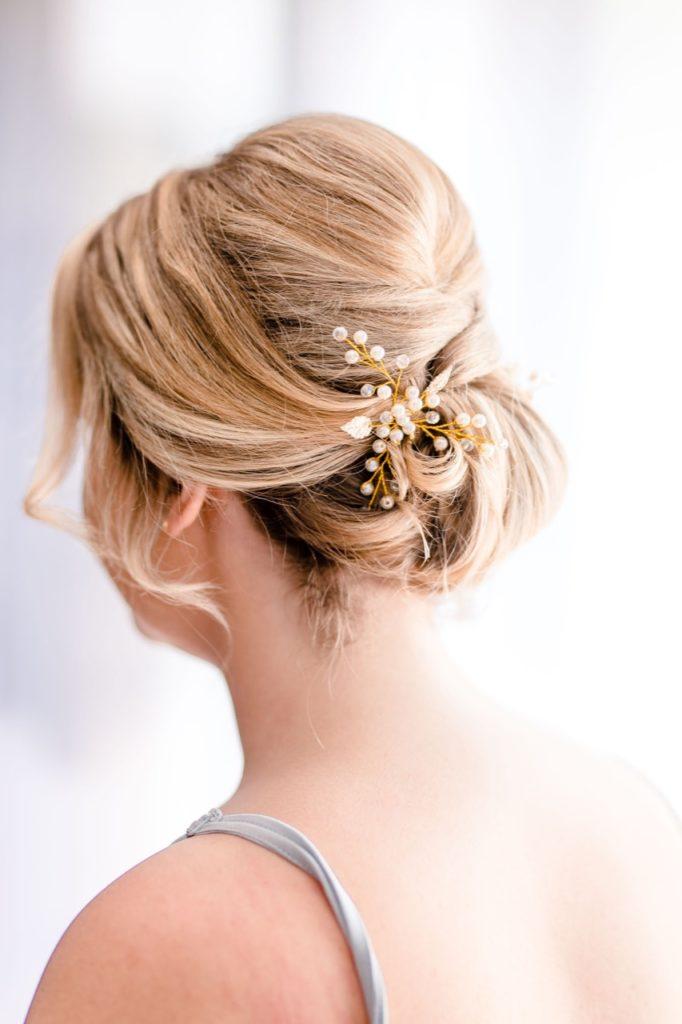 Bild zeigt Haarschmuck der Braut
