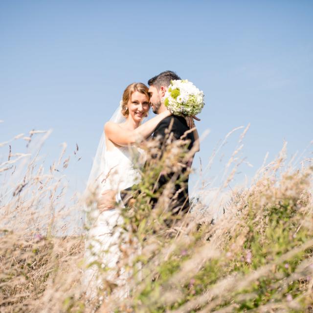 Foto des Brautpaares in der Natur - - Hochzeitsfotografie Fürstenfeldbruck