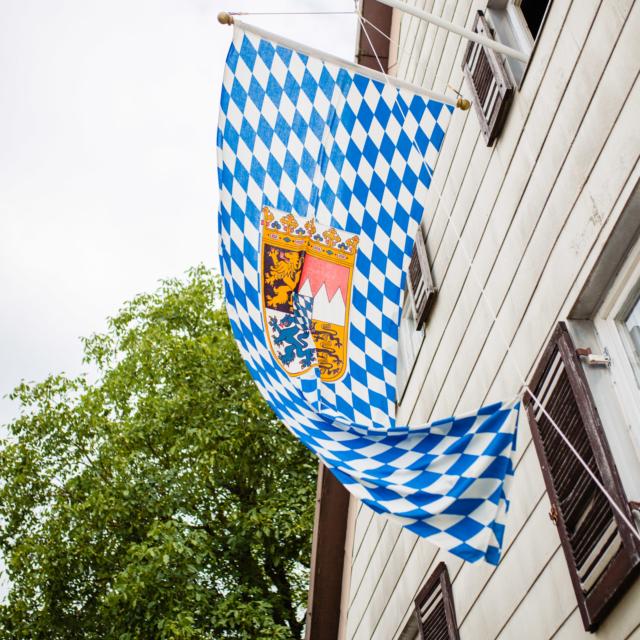 Bayern-Fahne Hochzeitsfoto-Fürstenfeldbruck