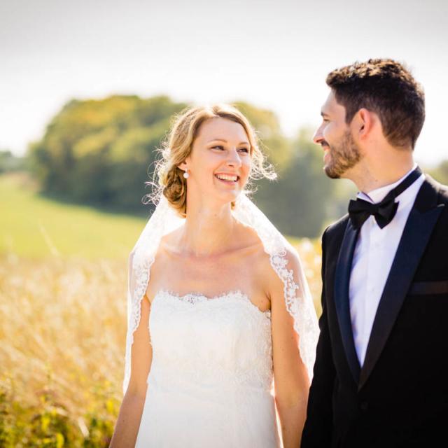 Lächelndes Brautpaar im freien - Hochzeitsfotografie Fürstenfeldbruck