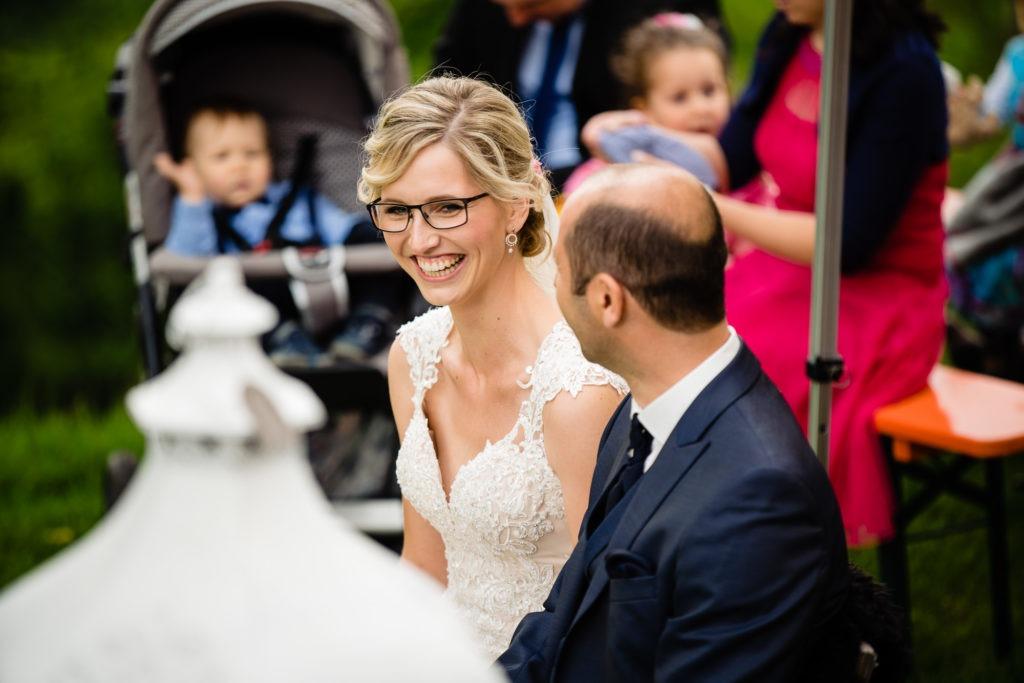 Foto von der lachenden Braut