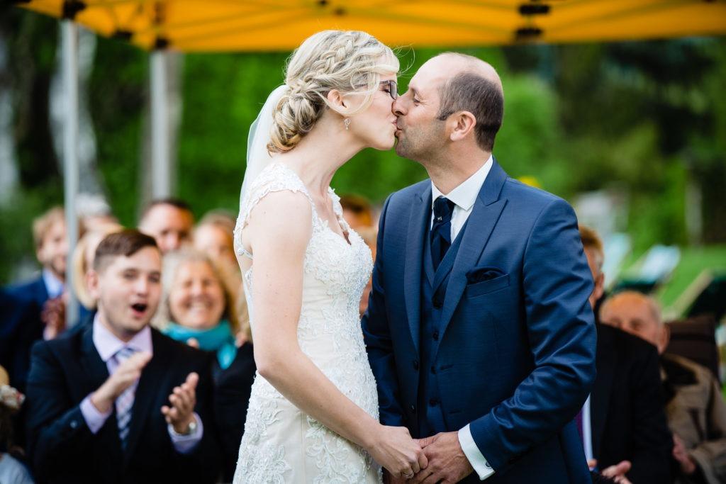 Hochzeitsfotografie vom Brautpaar beim Jawort