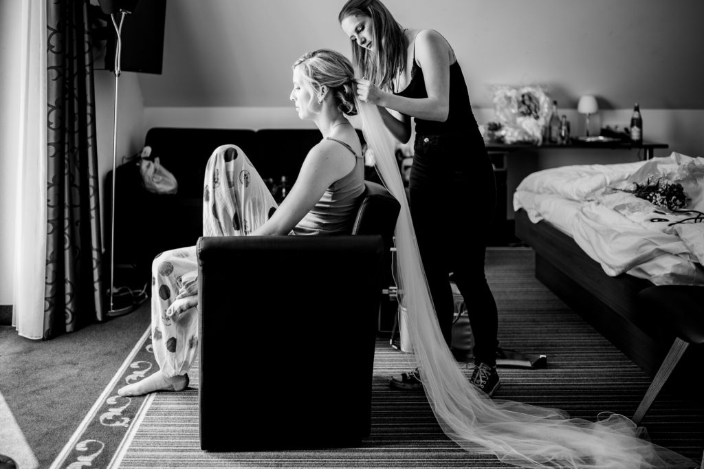 Bild der Braut beim Styling