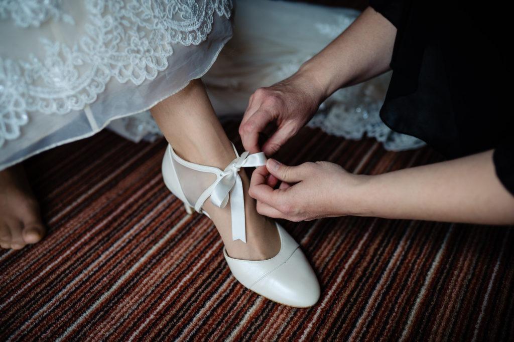Detailfoto von den Brautschuhen