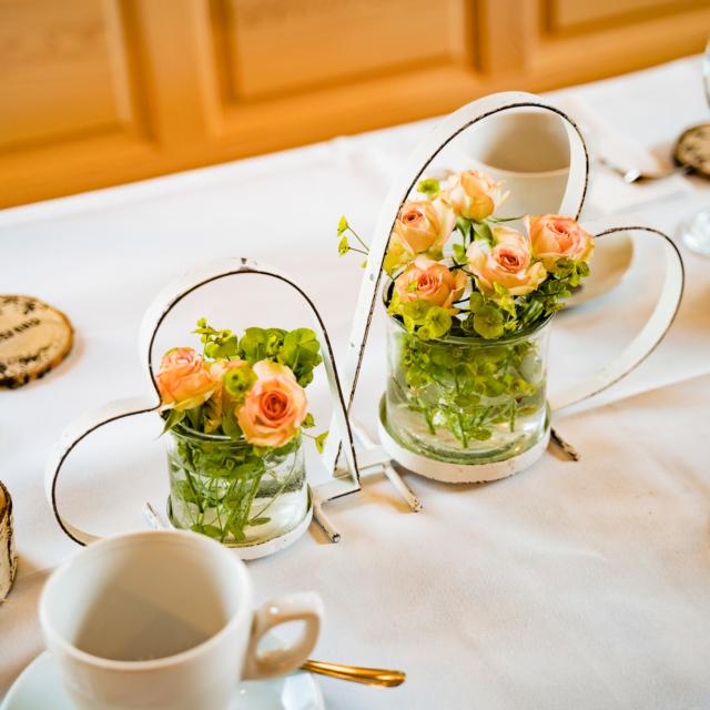 Bild von der Tischdekoration in der Scheune