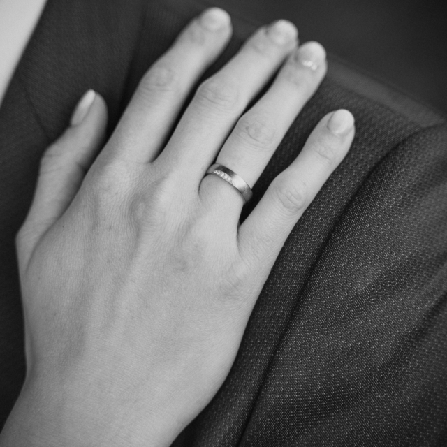 Hochzeitsfotografie von den Händen der Braut