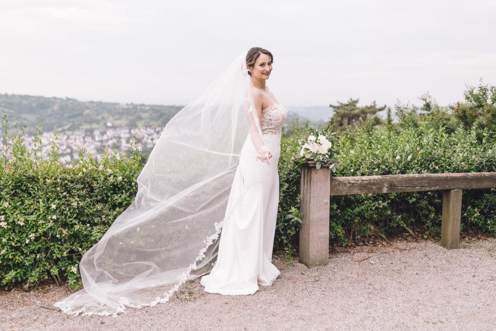 Bild zeigt Braut mit wehendem Schleier