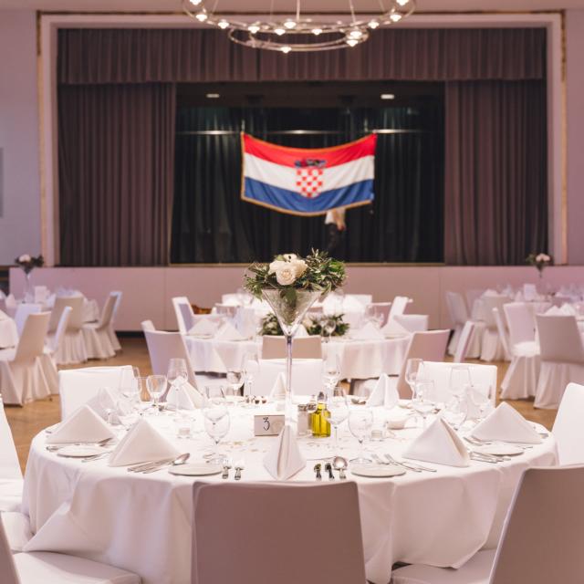 Bild zeigt den geschmückten Kursaal in Bad Canstatt