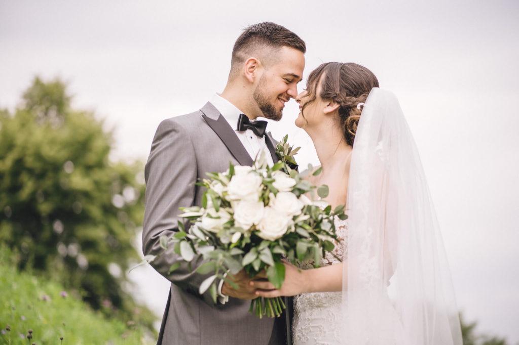 Hochzeitsfotografie vom Brautpaar beim Kuss