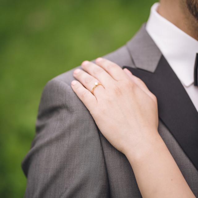 Detailaufnahme vom Ehering der Braut