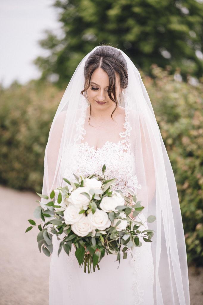 Hochzeitsfoto von der Braut mit Schleier