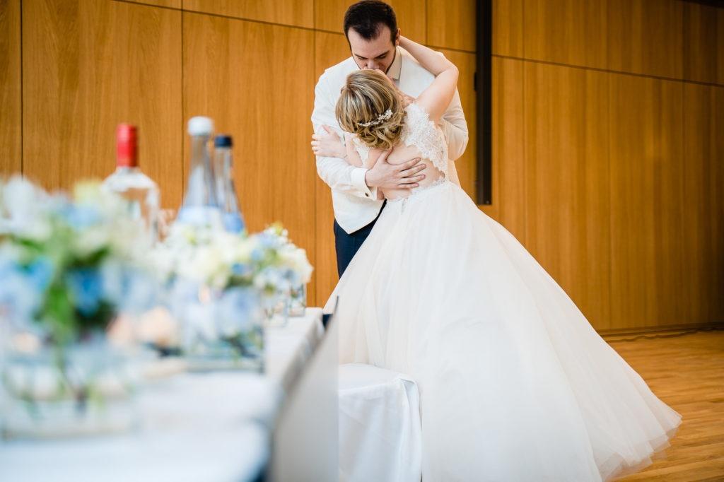 Hochzeitsfotografie vom Brautpaar bei der Hochzeitsfeier